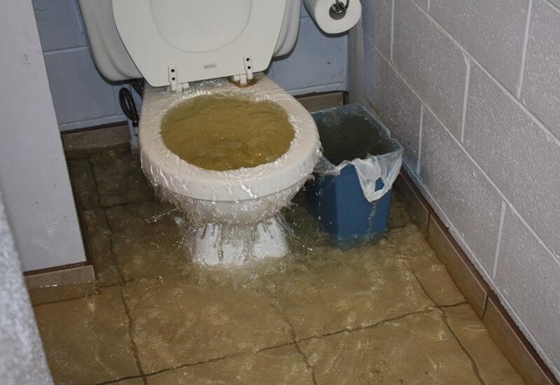 verstopt toilet afwasmiddel